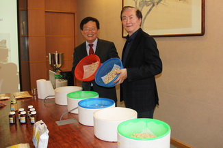NCYU President Chiou(left) presided over research and development results published