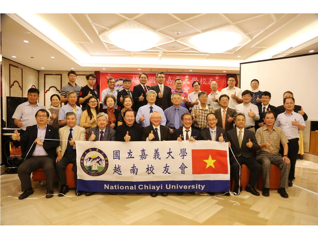 A group photo of attendees of the Vietnam Alumni Association Founding Conference, including Taiwanese alumni and staff led by NCYU President Chyung Ay