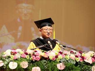 NCYU President Chyung Ay expressed his blessings to all graduates and urged them to dream bravely and pursue their life goals at the graduation ceremony.