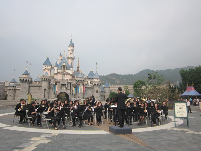 The NCYU Music Department Wind Ensemble performed at Hong Kong Disneyland Resort in 2014.