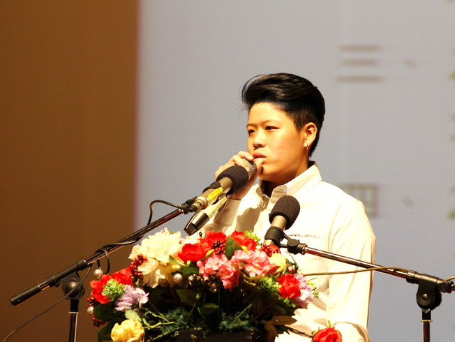 The gold-medal-winning senior Liu Wan-yu gave encouraging words to the juniors at the freshmen inauguration ceremony.