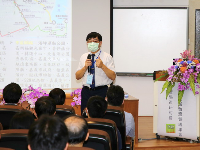 Host of the annual conference, Gu Guo-Long, Professor of the NCYU Department of Applied Chemistry and Dean of Academic Affairs, briefed on the beauty of Chiayi City.