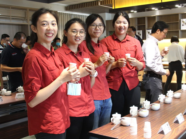 The Lenong team is formed by four female recent graduates of the Department of Horticultural Science, NCYU (from left to right: Liu Qiao-Ycun, Wang Yu-Huan, Sun Pei-Qin and Shi Mei-Yu).