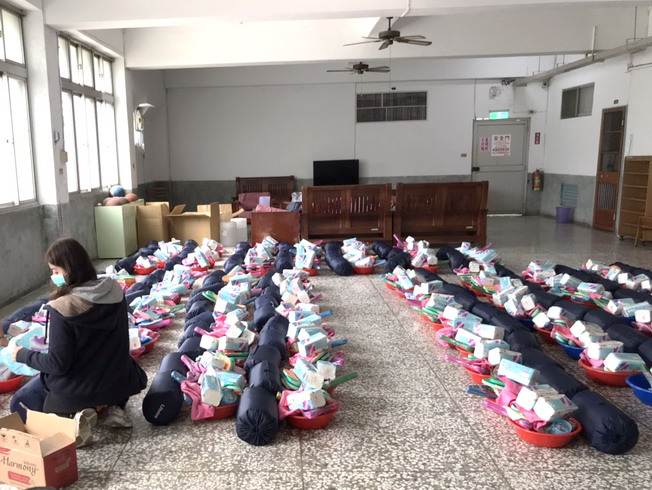 NCYU had been supplying new personal necessities to the students staying at the Qingyunzhai Dormitory for the mandatory quarantine.