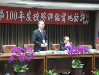 In the Campus Visit of the University Academic Affairs Evaluation 2011, NCYU President Lee Ming-Jen introduced the supervisors and gave a speech.