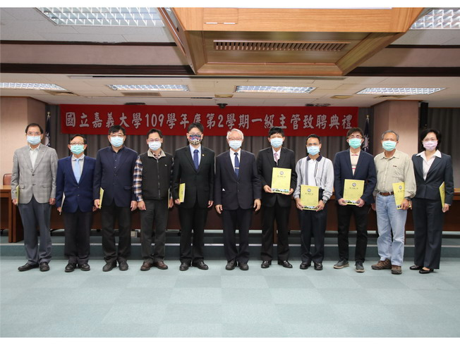 A group photo taken after NCYU President Chyung Ay presented certificates of appointment to the top supervisors .