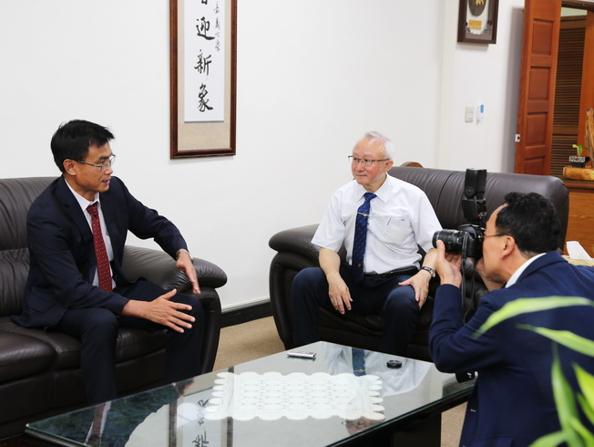COA Chairperson Chen Chi-Chung visited NCYU President Chyung Ay, and gave an interview with journalists from Japan.