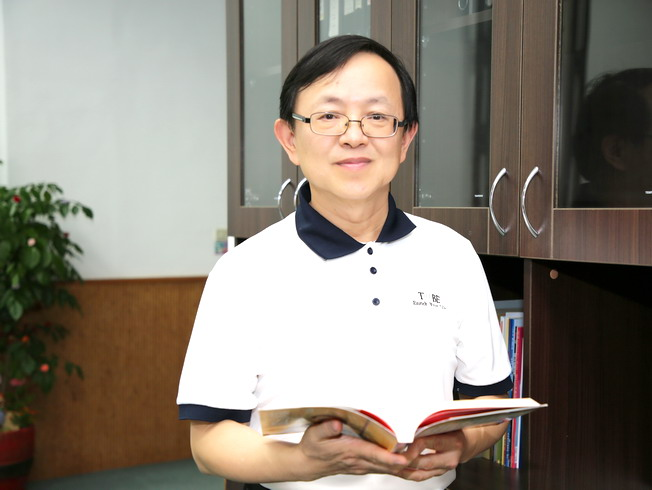 NCYU Vice President Yang Der-Ching, who is also Lifelong Distinguished Professor of the Graduate Institute of Mathematics and Science Education