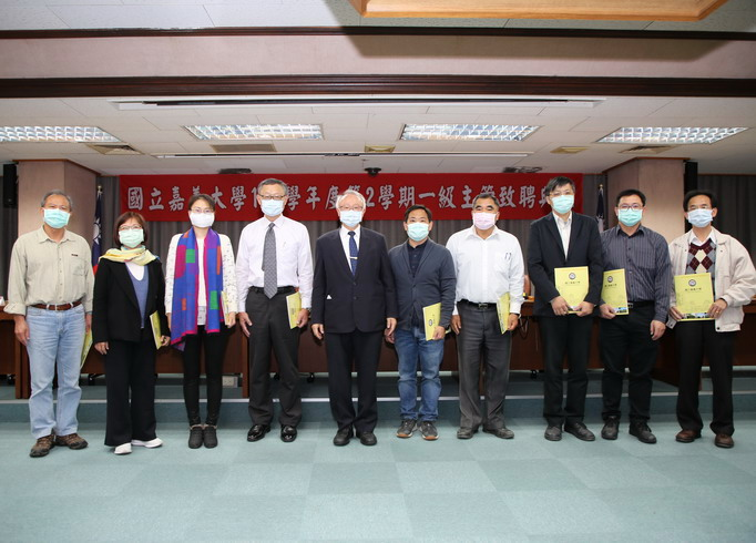A group photo taken after NCYU President Chyung Ay presented certificates of appointment to the second-level supervisors .