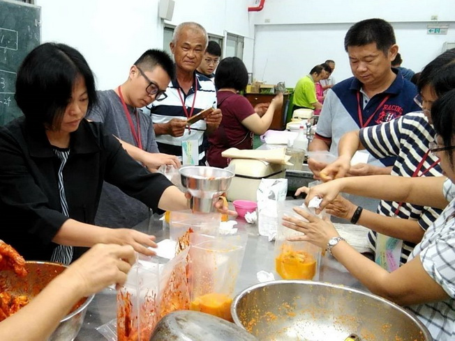 Pickled cabbage making at the Advanced Class on Agricultural Products Processing.
