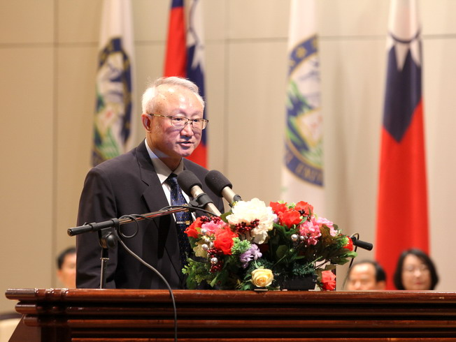 NCYU President Chyung Ay gave encouraging remarks to freshmen during the inauguration ceremony.