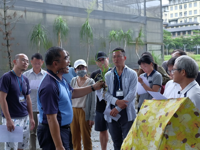 A lesson on weeds at the Eco-Friendly Farming – An Introductory Class on Crops.
