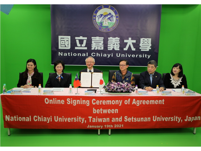 A group photo of President Chyung Ay (third from left), who led supervisors of NCYU, and representatives from Setsuan University, Japan, during the online signing ceremony at the professional studio.