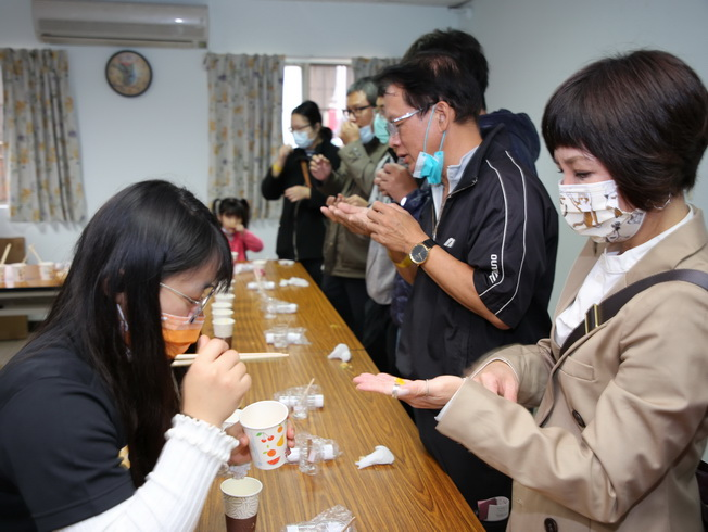 """The visitors participated in the checkpoint game, """"Wash Your Hands with Citrus Fruits."""""""