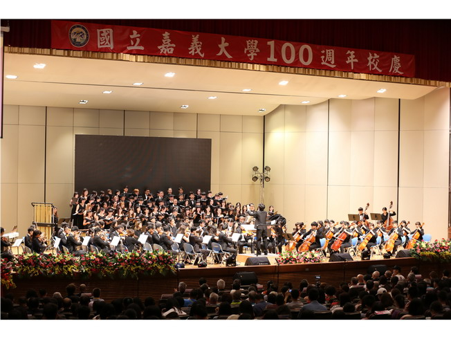 The Choir and Symphony of the Music Department, NCYU, performed the centennial songs.