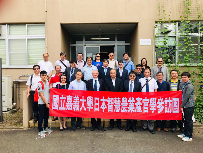 A group photo of the delegation was taken at the entrance of Tsukuba-Plant Innovation Research Center (T-PIRC), University of Tsukuba.